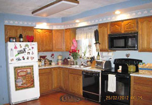 Ronkonkoma Estate Sale - Eat-in Kitchen - SOLD